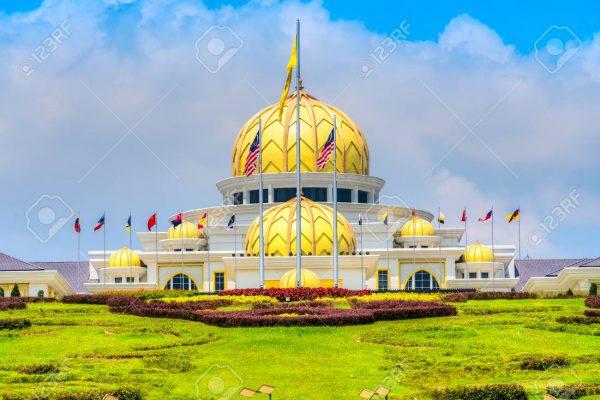 Putra Mosque, in Putrajaya federal territory, Kuala Lumpur, Mala