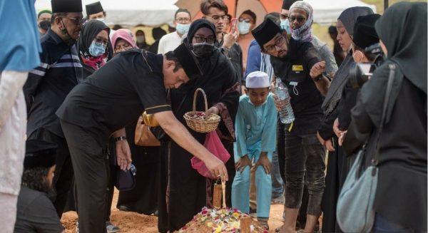 Jenazah pelakon veteran Zulkifli Zain selamat dikebumikan