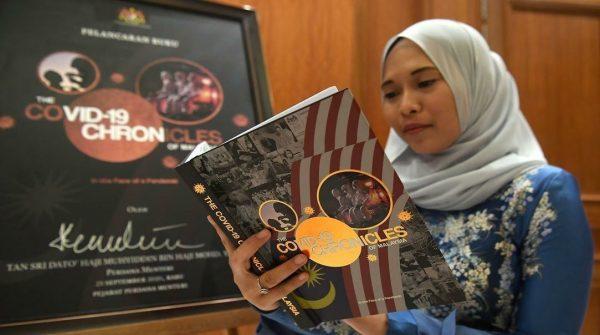Perdana Menteri lancar edisi kedua buku 'The COVID-19 Chronicles Of Malaysia'