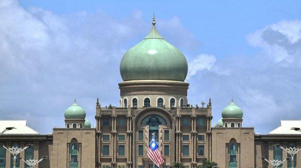 Jangan jadikan darurat satu isu, bebaskan Malaysia daripada COVID-19 dahulu – pakar undang-undang