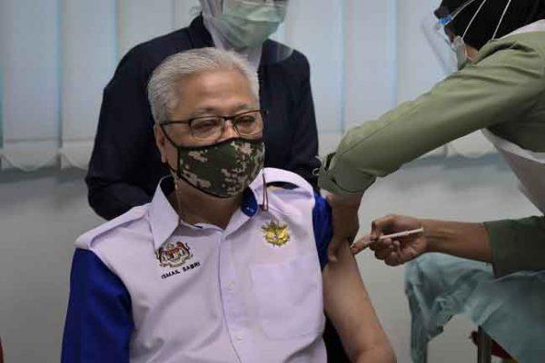 Anggota ATM bertugas di kawasan operasi, misi luar negara kumpulan pertama divaksin – Ismail Sabri