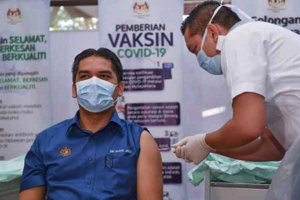Radzi bersama empat guru terima suntikan vaksin COVID-19